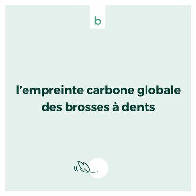 🔎 Après avoir examiné les émissions de carbone de la fabrication des brosses à dents, nous avons voulu calculer leur empreinte globale : matière première choisie + fabrication + transport + fin de vie.  🏭 Pour des modèles produits par nos soins en France, ou bien en Chine (qui représentent la majorité des brosses à dents vendues en France).  🖋  Des chiffres obtenus, après des mois de travail de Catherine Touzard, professionnelle licenciée, auditrice carbone certifiée ISO 14001 et ABC Ademe, qui a retenu l'option la plus favorable (c'est-à-dire la moins émettrice de CO2) pour la production des brosses à dents en provenance de Chine.